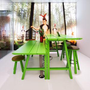 moderner Picknicktisch / Holz / rechteckig / Objektmöbel