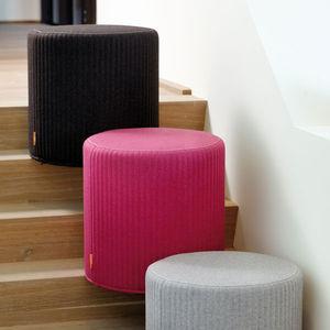 moderner Sitzpuff / Stoff / rund / Objektmöbel