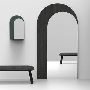 wandmontierter Spiegel / Stand / modern / Objektmöbel