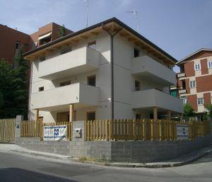 Fertigbau-Gebäude / Massivholz / für den Wohnungsbau / modern