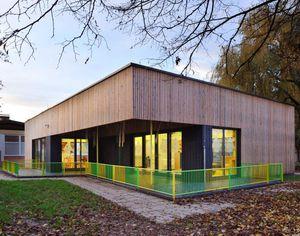 Fertigbau-Gebäude / Massivholz / für Kindergarten / für öffentliche Einrichtungen