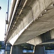 Balkenbrücke / bogenförmig / Stahl / Spannbeton