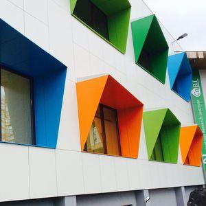 Platten-Fassadenverkleidung / aus Basalt / Verbundwerkstoff / gestrichen