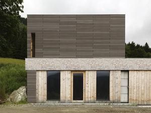 Fassadenverkleidung aus Lamellen