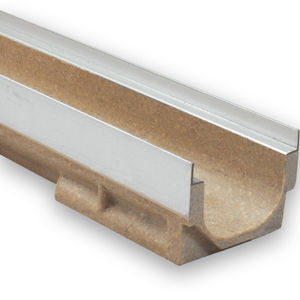 Polymerbeton-Abflussrinne / verzinkter Stahl / Gitter / für öffentliche Bereiche