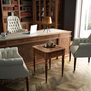 klassischer Beistelltisch / Holz / mit Fußgestell aus Holz / quadratisch