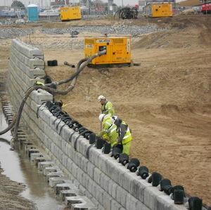Beton-Stützmauer / Modulare / auf bewehrter Erde / für Rohrleitungen