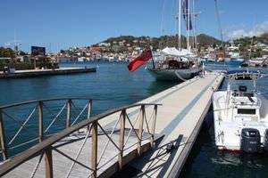 schwimmende Landungssteg / aus Beton / Holz / modular