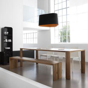 moderne Tischgarnitur / Massivholz / Innenraum / für Privatgebrauch