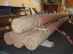 Fertig -Pfeiler / Holz
