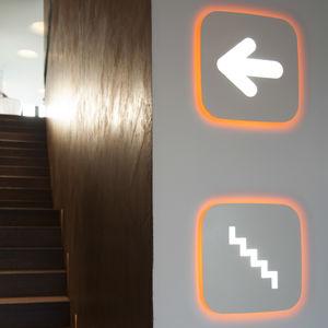 Orientations-Schild / wandmontiert / Metall / beleuchtet