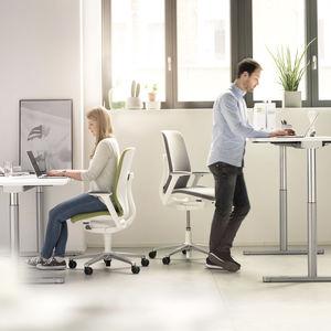 Arbeitstisch für Büro