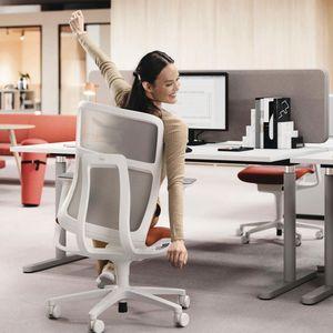 moderner Bürostuhl / mit Rollen / drehbar / mit Armlehnen