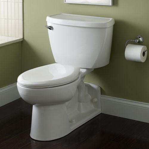 freistehendes WC / Porzellan / mit Betätigungshebel