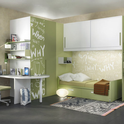 weißes Kinderzimmer / grün / lackiertes Holz / lackiertes Aluminium
