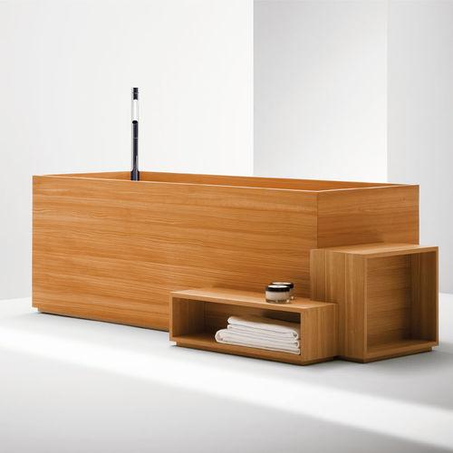 freistehende Badewanne / oval / glasfaserverstärkter Verbundstoff / Holz
