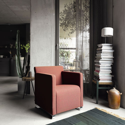 minimalistischer Sessel / Textil / Leder / drehbar
