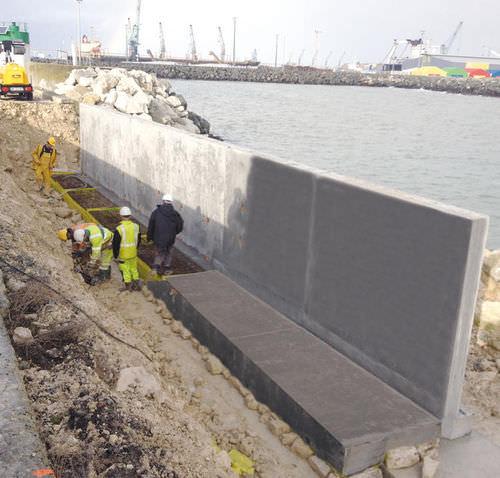 Stahlbeton-Stützmauer