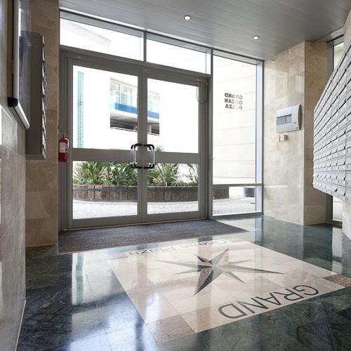 Eingangstür / einflügelig / drehend / Aluminium