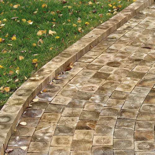 Holzpflasterstein / für Fußgänger / Garten / Außenbereich