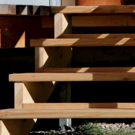 gerade Treppe / Holzrahmen / Holzstufen / ohne Setzstufe