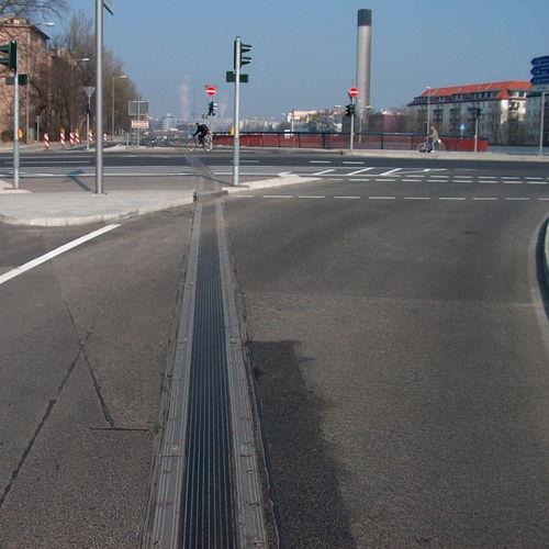 Elastomer-Dehnungsfuge / Stahl / für Brückenbau / befahrbar