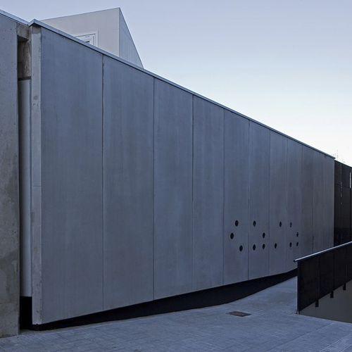 Platten-Fassadenverkleidung / Beton / glatt / Grossformat