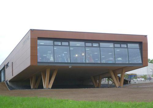 Fertigbau-Gebäude / Holz / Beton / Stahl