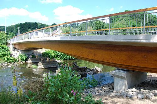 Balkenbrücke / Holz / aus Beton / Fertig