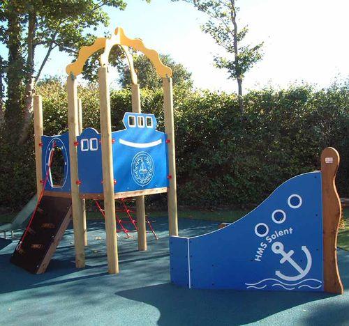 Spielplatzgerät für Spielplätze / HDPE / Holz / modular