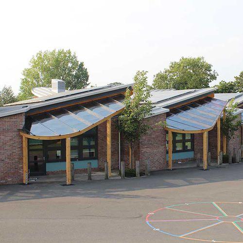 Eingang-Vordach / für Geschäftsgebäude / Holz / Objektmöbel