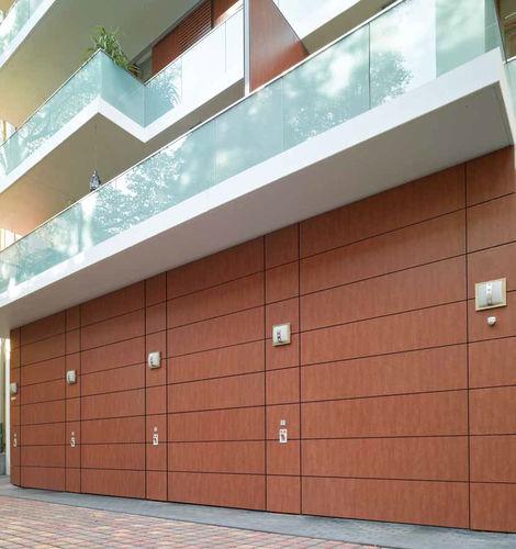 sektionales Industrietor / Aluminium / Holz / PVC