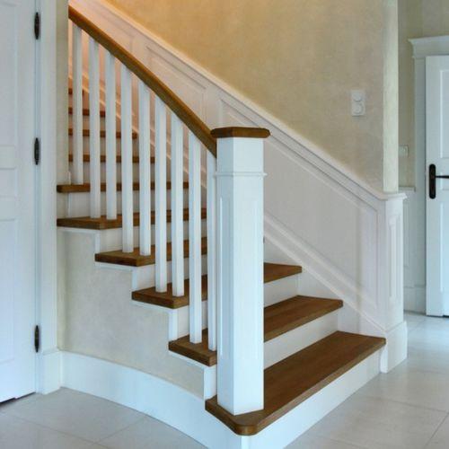 gerade Treppe / Holzrahmen / Holzstufen / traditionell