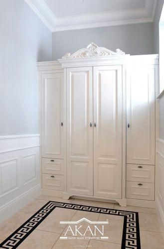 klassischer Kleiderschrank / lackiertes Holz / Schwingtüren / Schubladen