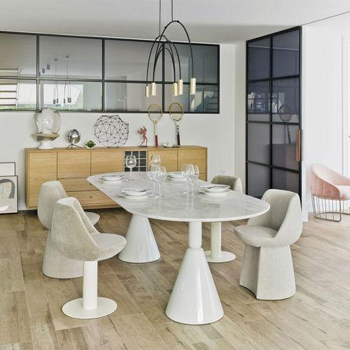 moderner Esstisch / Holz / Leder / oval