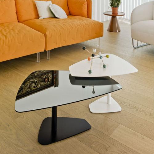 moderner Couchtisch / Holz / Glas / Innenraum