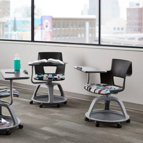 moderner Stuhl / drehbar / mit Rollen / mit Schreibplatte