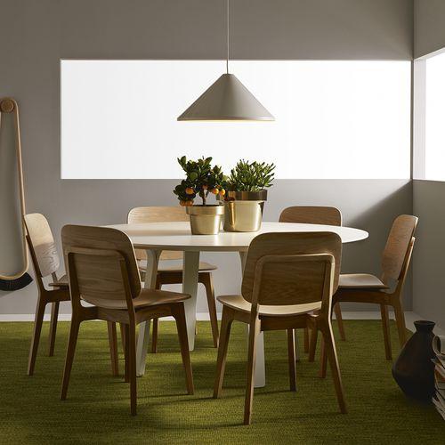moderner Tisch / aus Esche / Laminat / mit Fußgestell aus Esche
