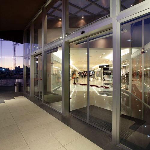 Eingangstür / einflügelig / Glas / mit Sicherheitsvorrichtung