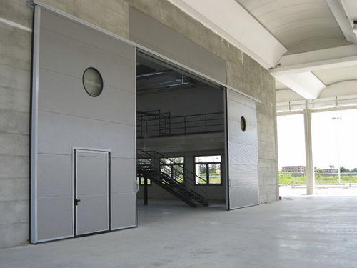 Schiebe-Industrietor / Metall / verglast
