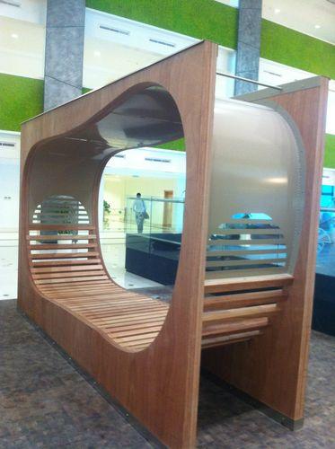 Parkbank / originelles Design / aus Tropenholz / verzinkter Stahl