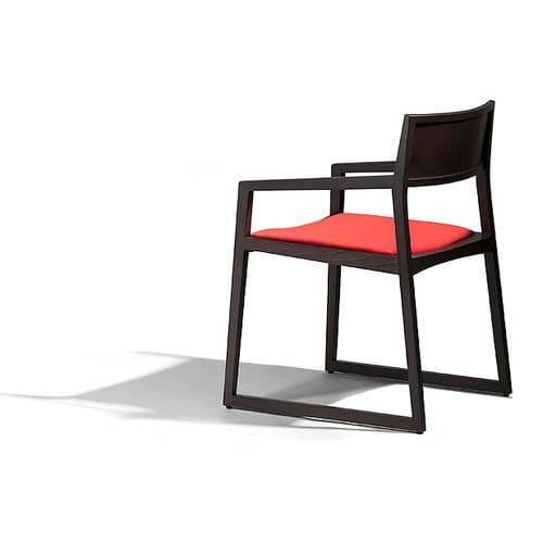 moderner Besucherstuhl / mit Armlehnen / Holz / für öffentliche Einrichtungen