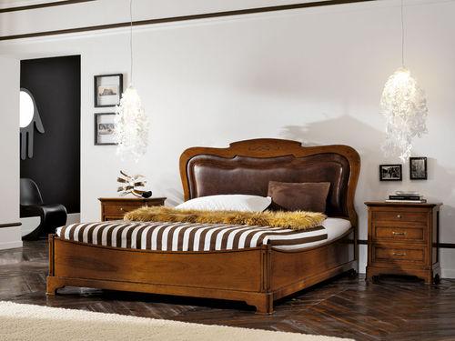 Doppelbett / klassisch / Kopfteil / Holz