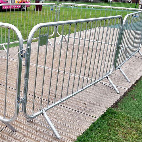 Absperrung für Menschenmengen / selbsttragend / Stahl / für öffentliche Bereiche