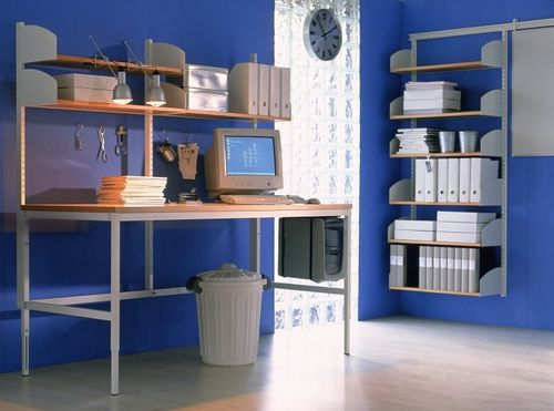 moderner Arbeitstisch / Holz / für öffentliche Einrichtungen / höhenverstellbar