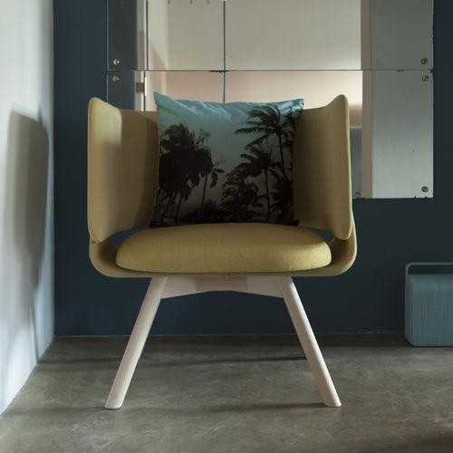 moderner Sessel / Stoff / Leder / aus Buche