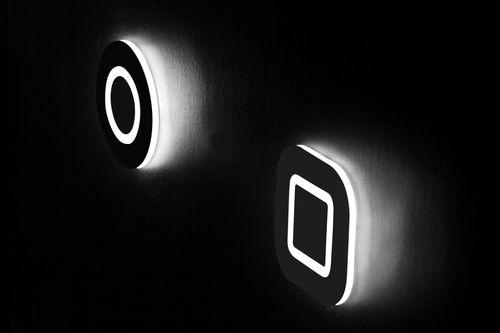 moderne Wandleuchte / Metall / LED / rund