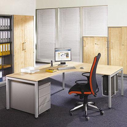 Schreibtisch mit integrierten Stauraum / Objektmöbel