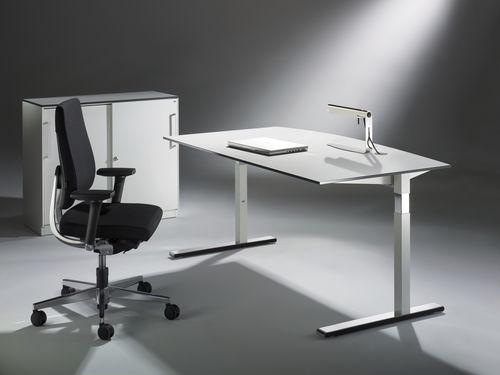 Metall-Schreibtisch / modern / Objektmöbel