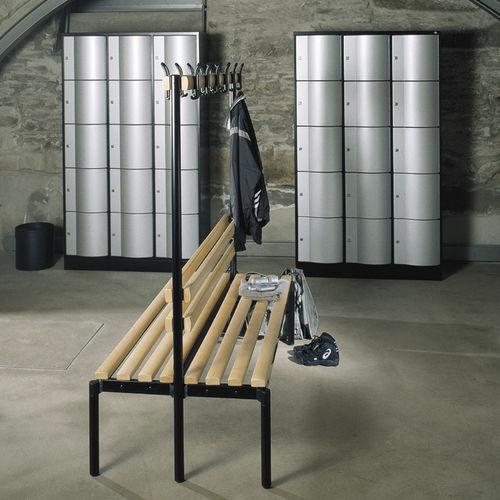 Stahl-Garderobenschrank / für Sportanlagen / gesichert